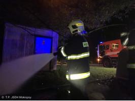 Požár plastových kontejnerů ulice Karlická