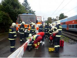 Osoba pod vlakem nádraží Černošice