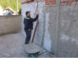 Oprava zdi na stanici