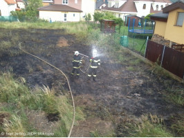 Požár trávy ulice Peroutkova