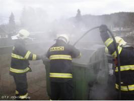Požár plastového kontejneru ulice Topolská